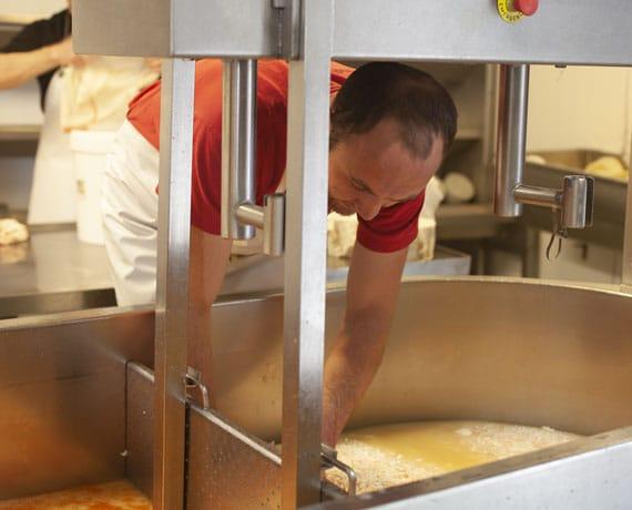 preparation-fromage-brebis
